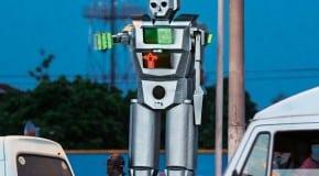 Des robots humanoïdes régulent la circulation routière à Kinshasa