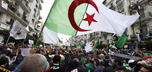 Le départ de Bouteflika précipite l'Algérie dans le doute